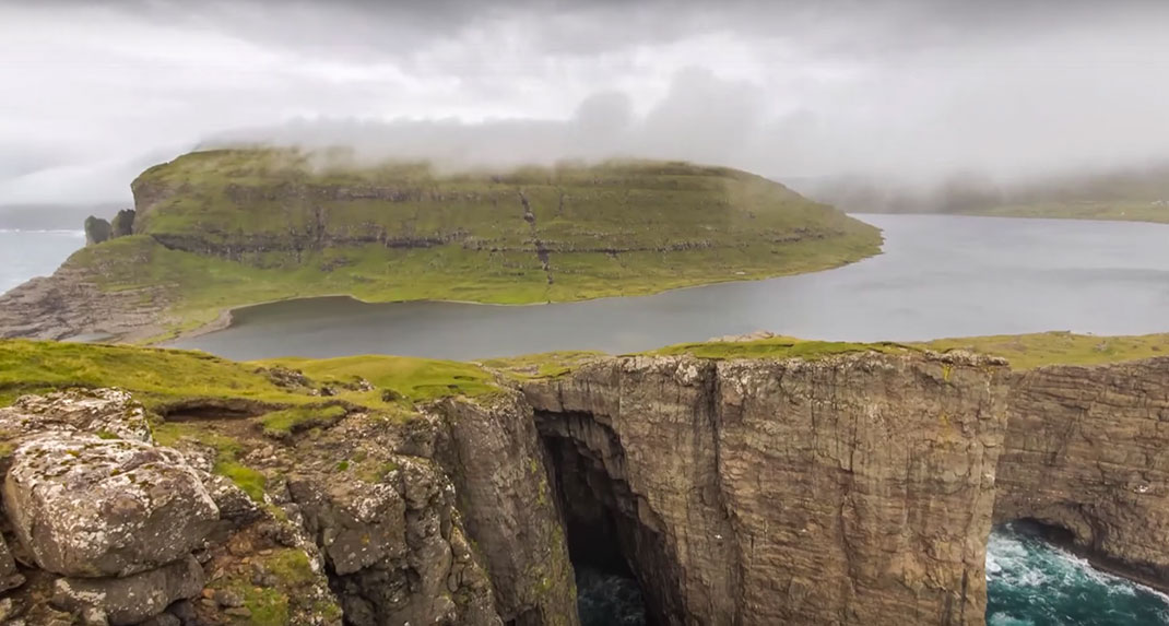 This Lake Seems To Overlook The Faroe Islands In Arctic Ocean ...But This Is Due To An Incredible Optical Illusion!--6