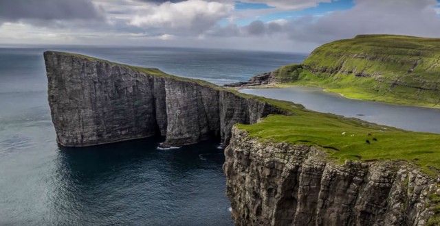 This Lake Seems To Overlook The Faroe Islands In Arctic Ocean ...But This Is Due To An Incredible Optical Illusion!--9