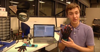 These Revolutionary Gloves Convert Sign Language Into Voice and Text-