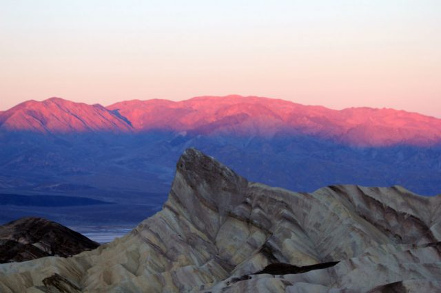 Travel The Legendary Death Valley, This Desert Region That Stretches To The Horizon--12