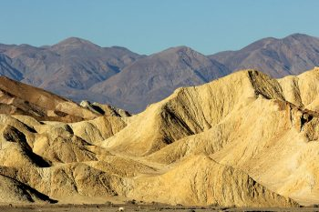Travel The Legendary Death Valley, This Desert Region That Stretches To The Horizon--14