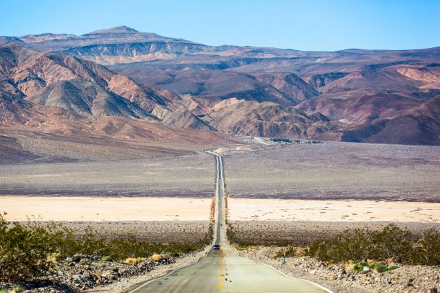Travel The Legendary Death Valley, This Desert Region That Stretches To The Horizon--15