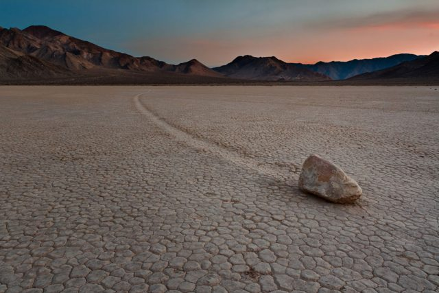 Travel The Legendary Death Valley, This Desert Region That Stretches To The Horizon--6