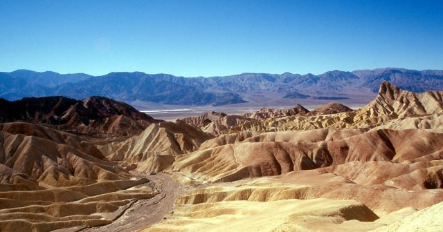 Travel The Legendary Death Valley, This Desert Region That Stretches To The Horizon-