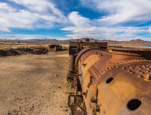 Desolate Beauty of These Abandoned Locomotives In Bolivian Desert--4