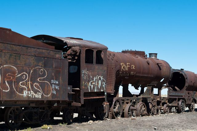Desolate Beauty of These Abandoned Locomotives In Bolivian Desert--6