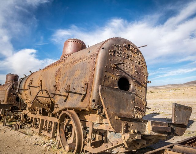 Desolate Beauty of These Abandoned Locomotives In Bolivian Desert-