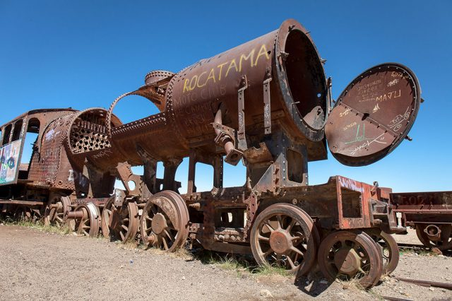 Desolate Beauty of These Abandoned Locomotives In Bolivian Desert--8