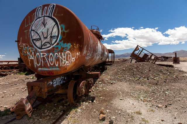 Desolate Beauty of These Abandoned Locomotives In Bolivian Desert--9