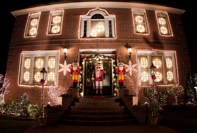 23 Most Beautifully Decorated For Christmas Season--14