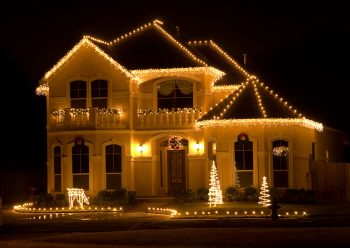 23 Most Beautifully Decorated For Christmas Season--17