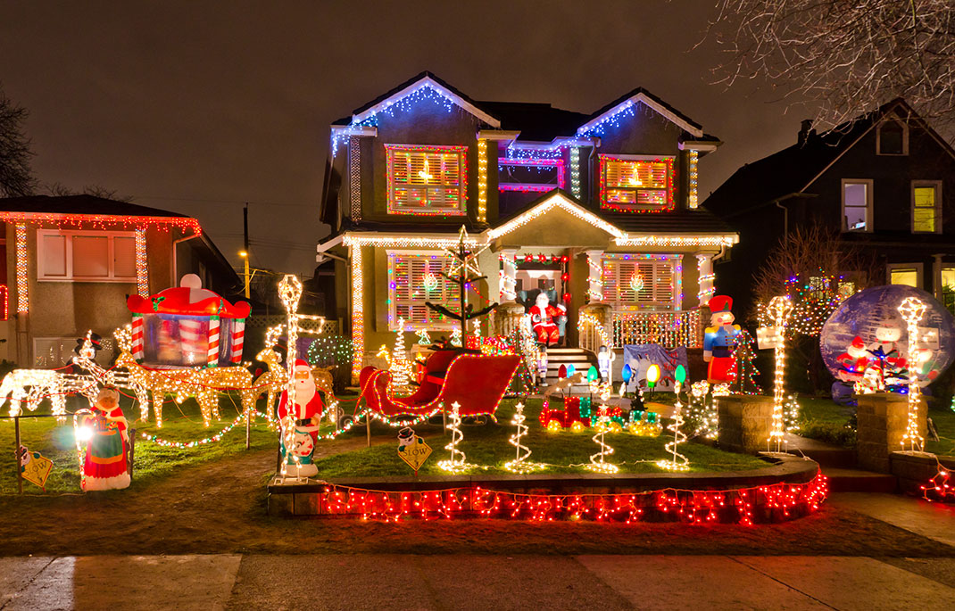 23 Most Beautifully Decorated For Christmas Season--19