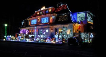 23 Most Beautifully Decorated For Christmas Season--3
