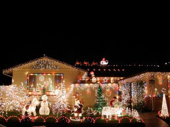 23 Most Beautifully Decorated For Christmas Season--4