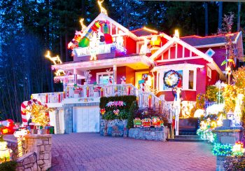 23 Most Beautifully Decorated For Christmas Season--5