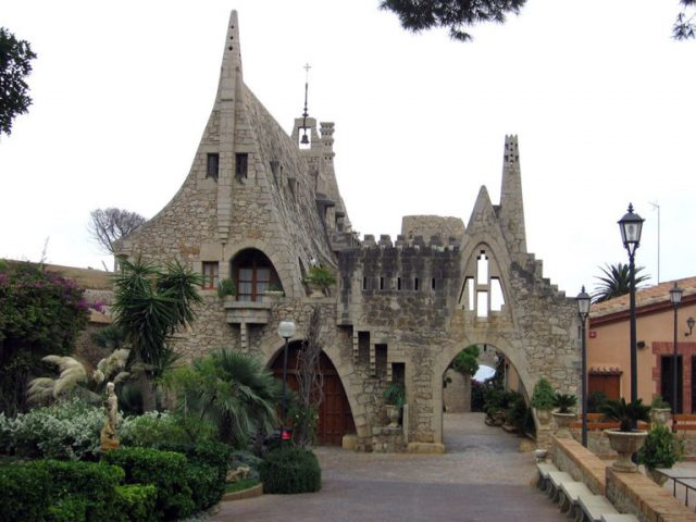 The 8 Most Sumptuous Works Of Legendary Architect Antoni Gaudi--2
