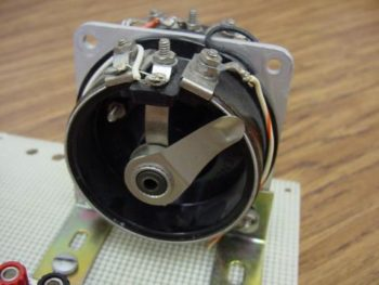 potentiometer with wiper shaft full counterclockwise