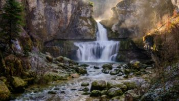 Une cascade france 1024x576